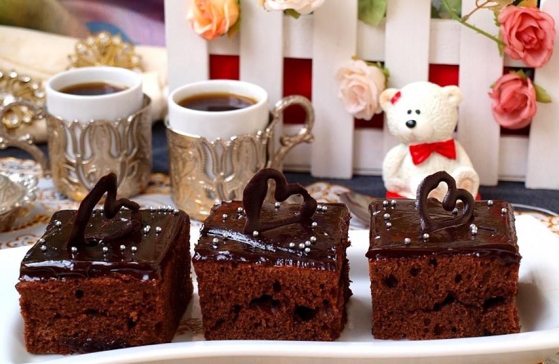 Wypełnione ciasta czekoladowe