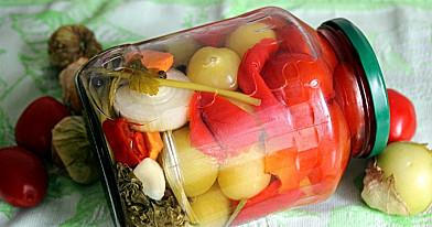 Asorti z pęcherzycy, pomidorów i słodkiej papryki na zimę