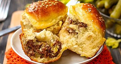 Ciasto drożdżowe z mielonym mięsem i ziemniakami