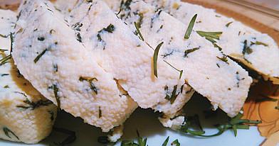 Domowy ser Adyghe z ziołami zgodnie z dietą Dukana