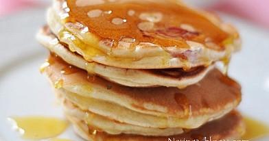 Blyneliai - Pancakes su rabarbarais