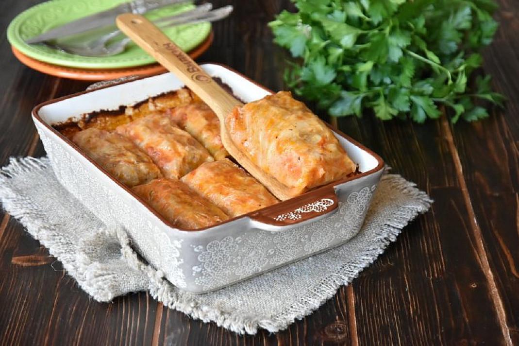 Gołąbki z mięsem mielonym i ryżem w piekarniku