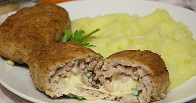Mięsne zrazy z serem, jajkiem i ziołami