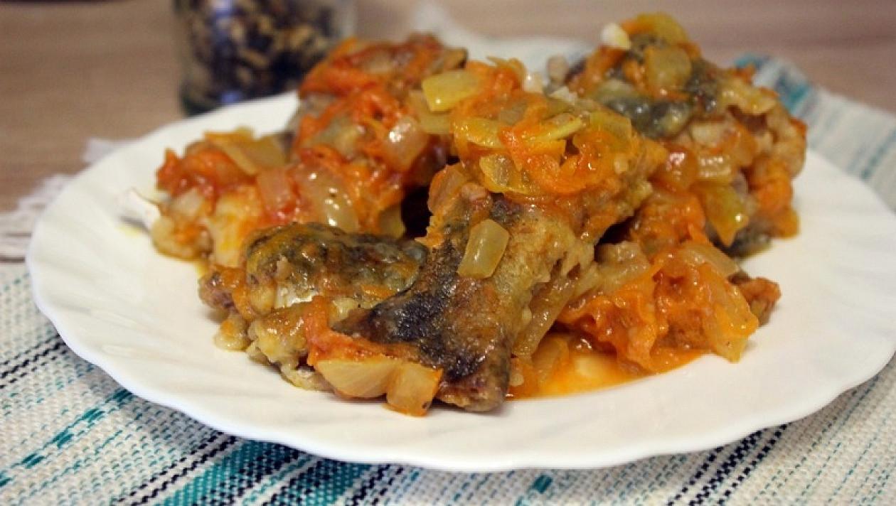 Dorsz z warzywami w sosie pomidorowym