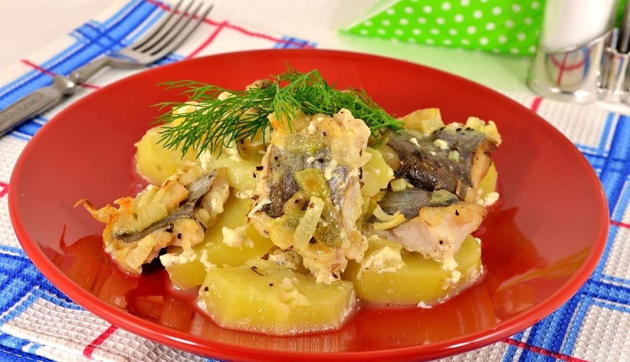 Ziemniaki z rybą w sosie mlecznym