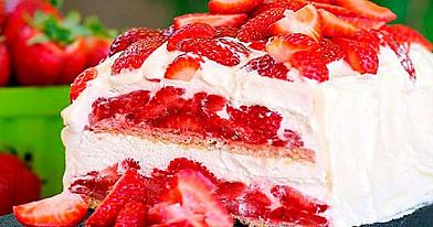 Greitai pagaminamas nekeptas tortas su braškėmis