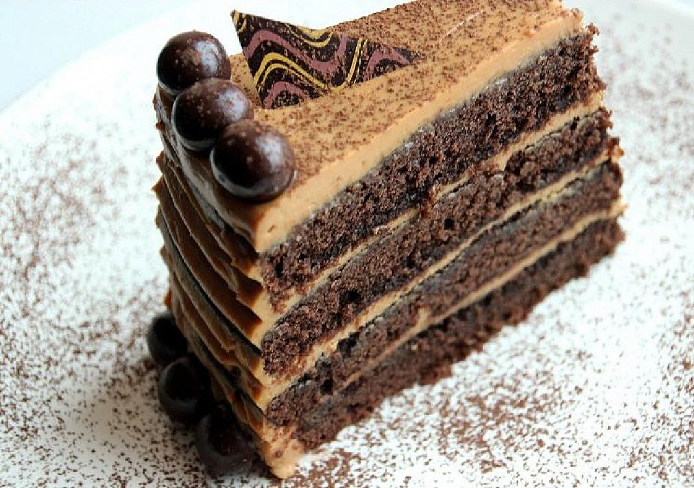 Šokoladinis kavos tortas su karameliniu kremu