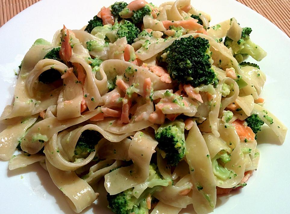 Makaronai su lašiša ir brokoliais