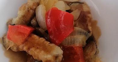 Traškūs baklažanai su saldžiarūgščiu padažu