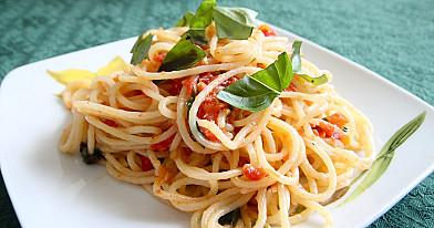 Makaronai: Klasikiniai spagečiai su pomidorais pagal Jamie Oliver'į