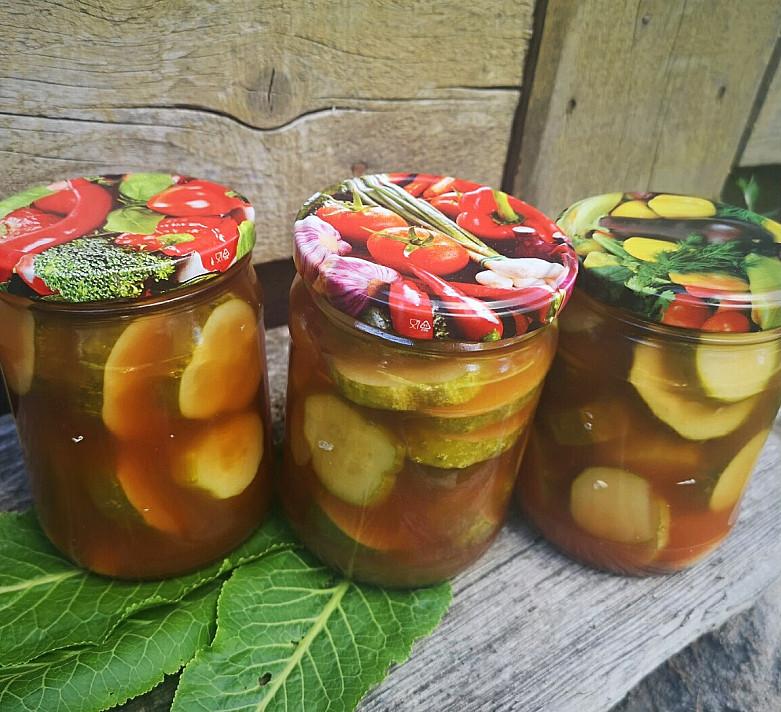 Marinuoti agurkai su pomidorų padažu