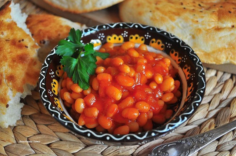 Cukinijų mišrainė žiemai su virtomis pupelėmis, morkomis ir svogūnais