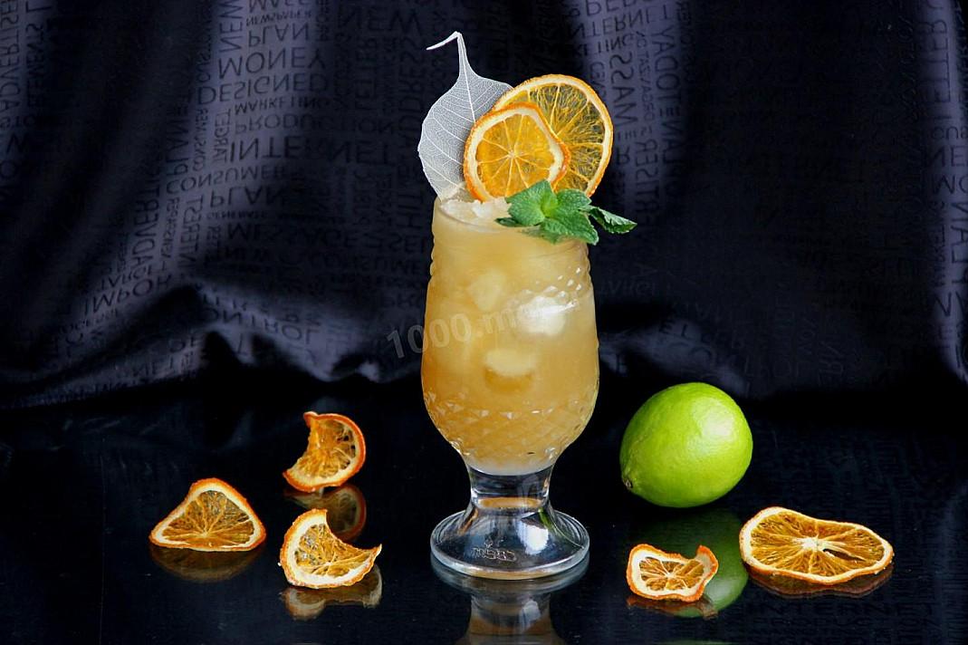 """Klasyczny koktajl """"Mai Tai"""" z rumem i likierem"""