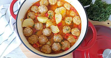 Mėsos teftelių ir daržovių troškinys