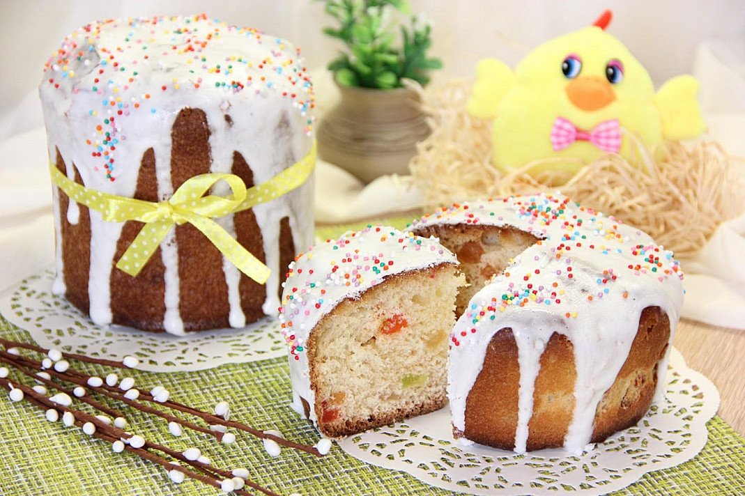 Miękkie, łatwe wielkanocne ciasto parzone, które nie kruszy się