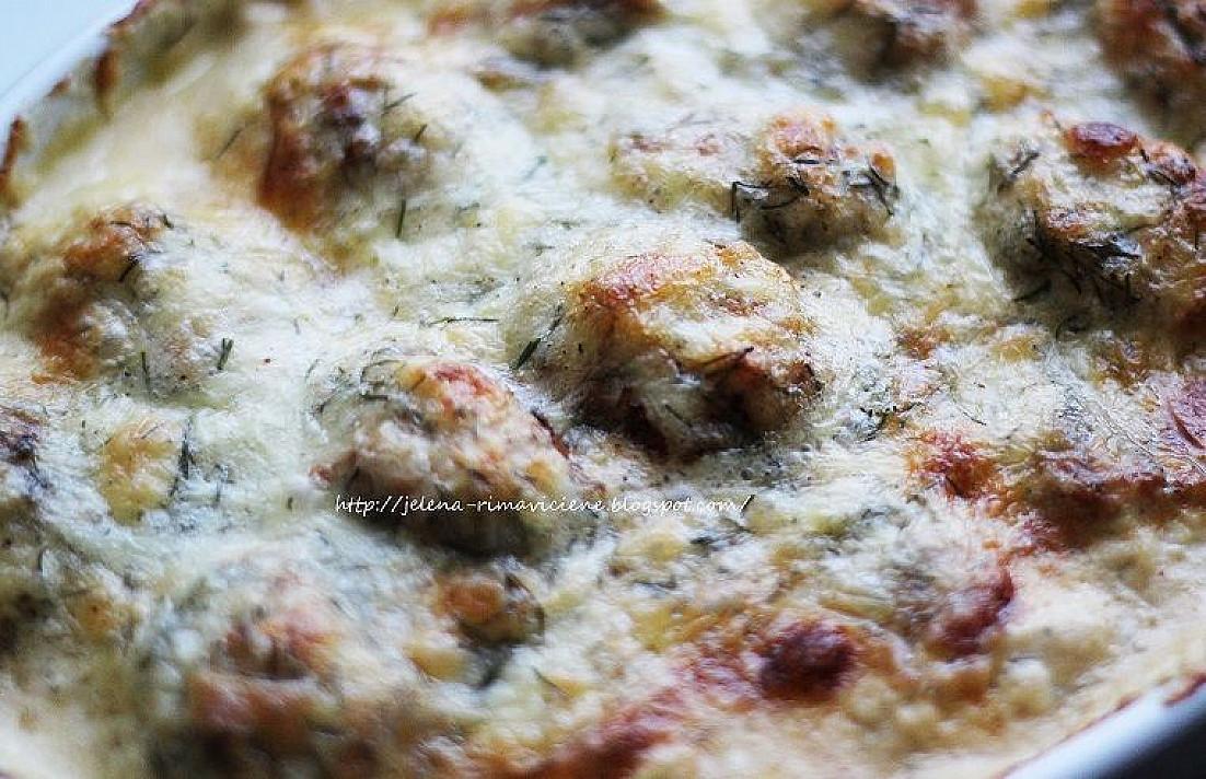 Vištienos kukuliai su grietinėlės - sūrio padažu