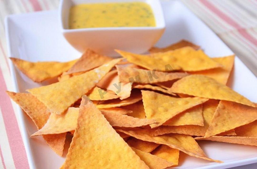 Kukurydziane chipsy nachos
