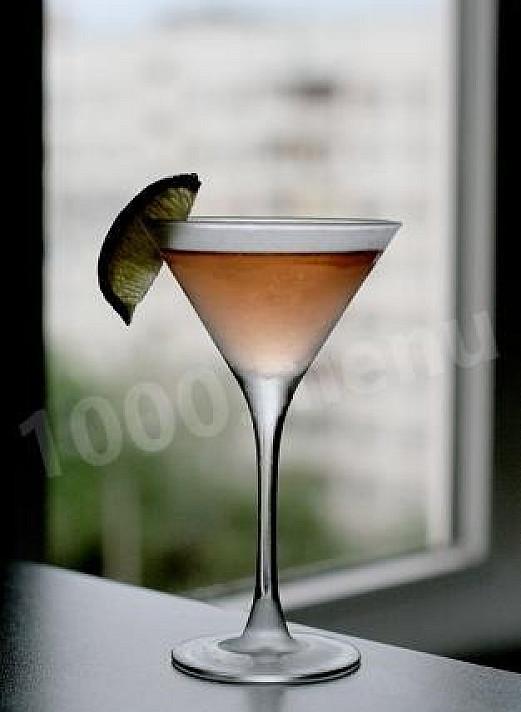 """Koktajl z """"Cinzano"""" z wermutem, ginem i likierem"""