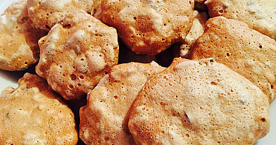 Ką pagaminti iš kiaušinių baltymų? Sausainiai su sėklomis