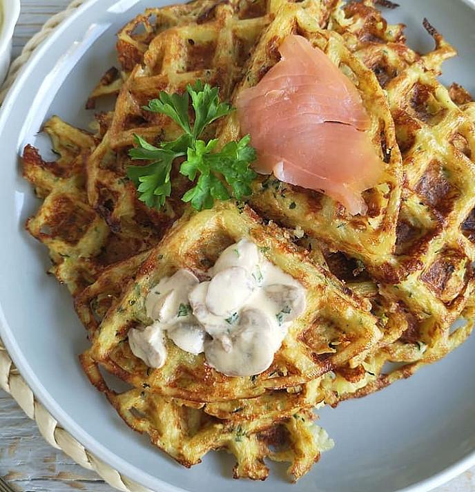 Nesaldūs tarkuotų bulvių ir cukinijų vafliai - blynai
