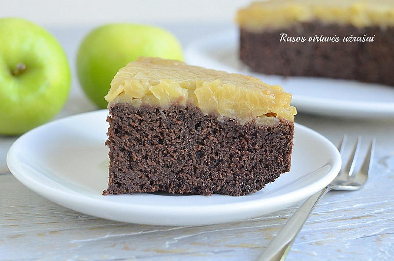 Šokoladinis manų pyragas su obuoliais be miltų