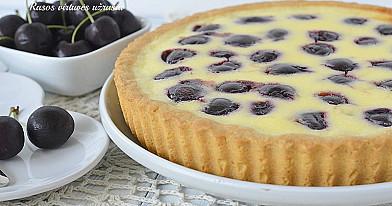 Pyragas su trešnių/vyšnių ir grietinės įdaru