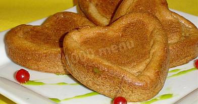 Romantyczne naleśnikowe bułeczki na śniadanie w formie serduszka