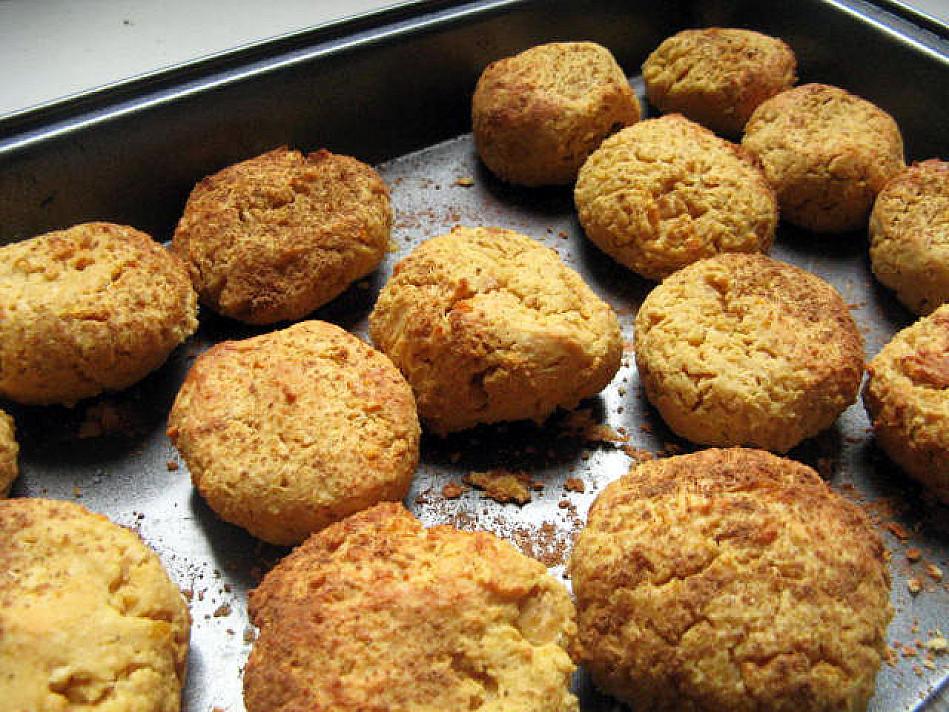 Baltyminiai sausainiai iš avinžirnių su riešutų sviestu