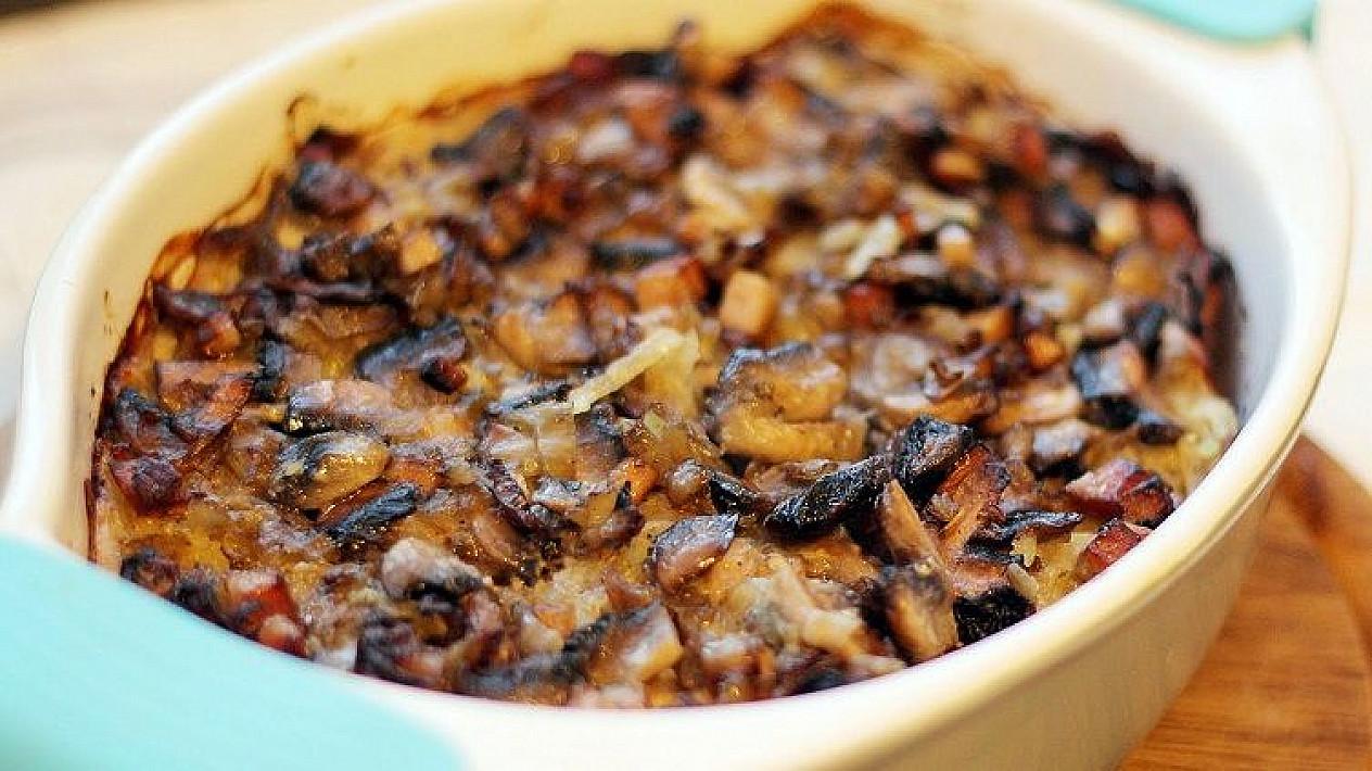 Tarkuotų bulvių apkepėlė su pievagrybiais