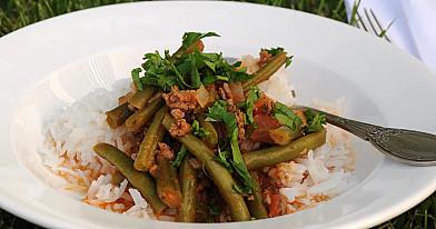 Šparaginių pupelių troškinys su malta mėsa (faršu)