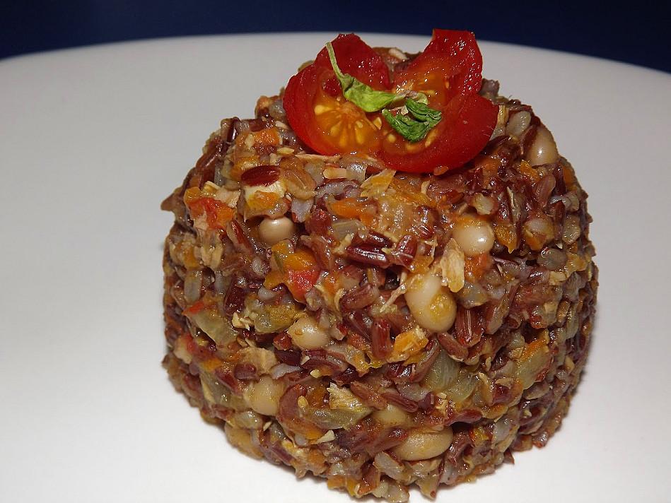 Raudonieji ryžiai su tunu ir pupelėmis