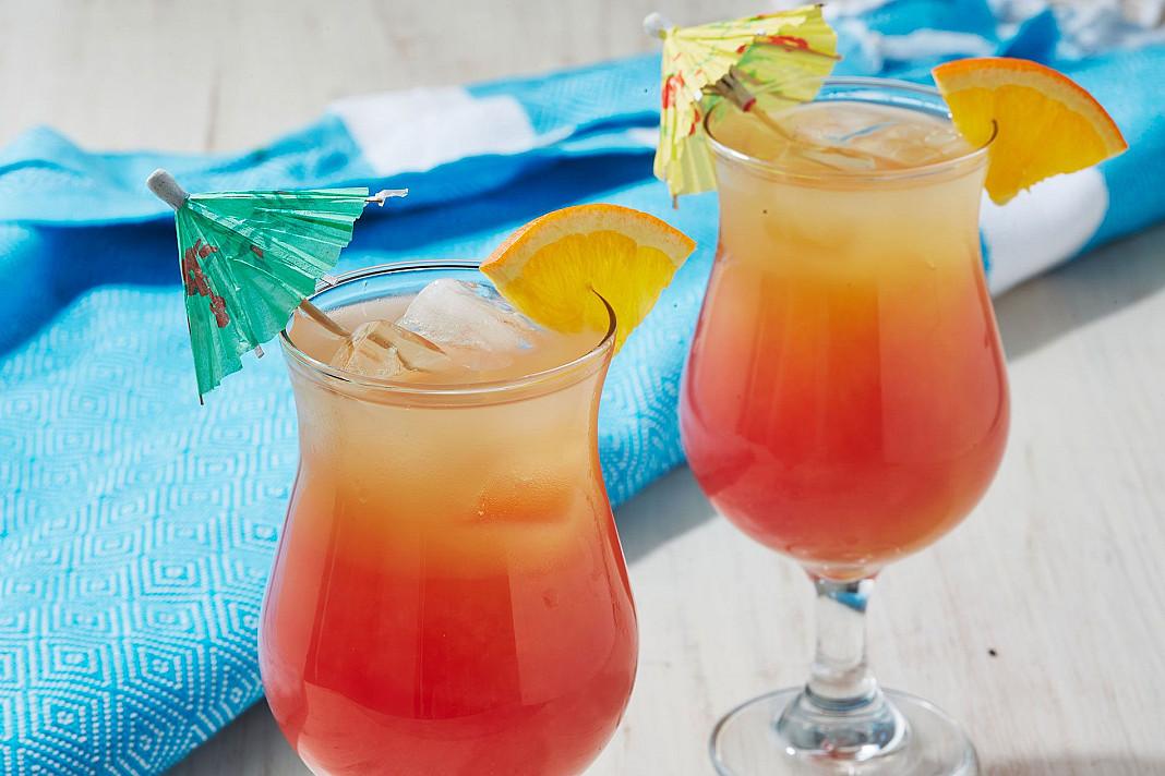 """Sex on the beach (""""seksas paplūdimyje"""") - degtinės ir persikų likerio kokteilis"""