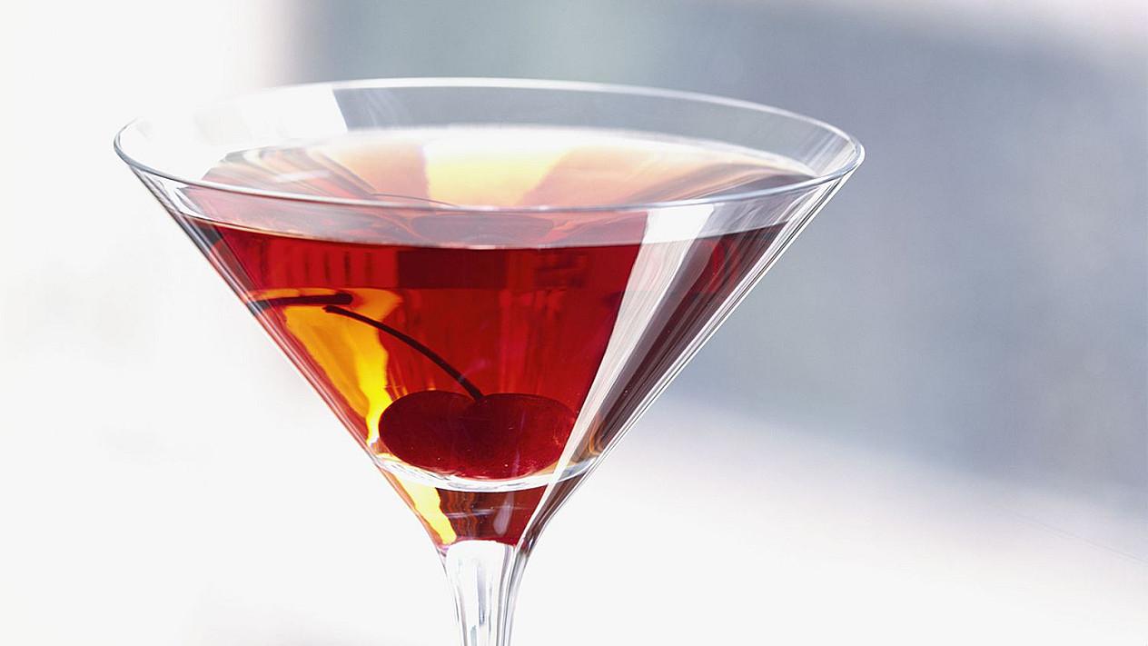 Manhetenas / Manhatanas - viskio (burbono) ir vermuto kokteilis su trauktine
