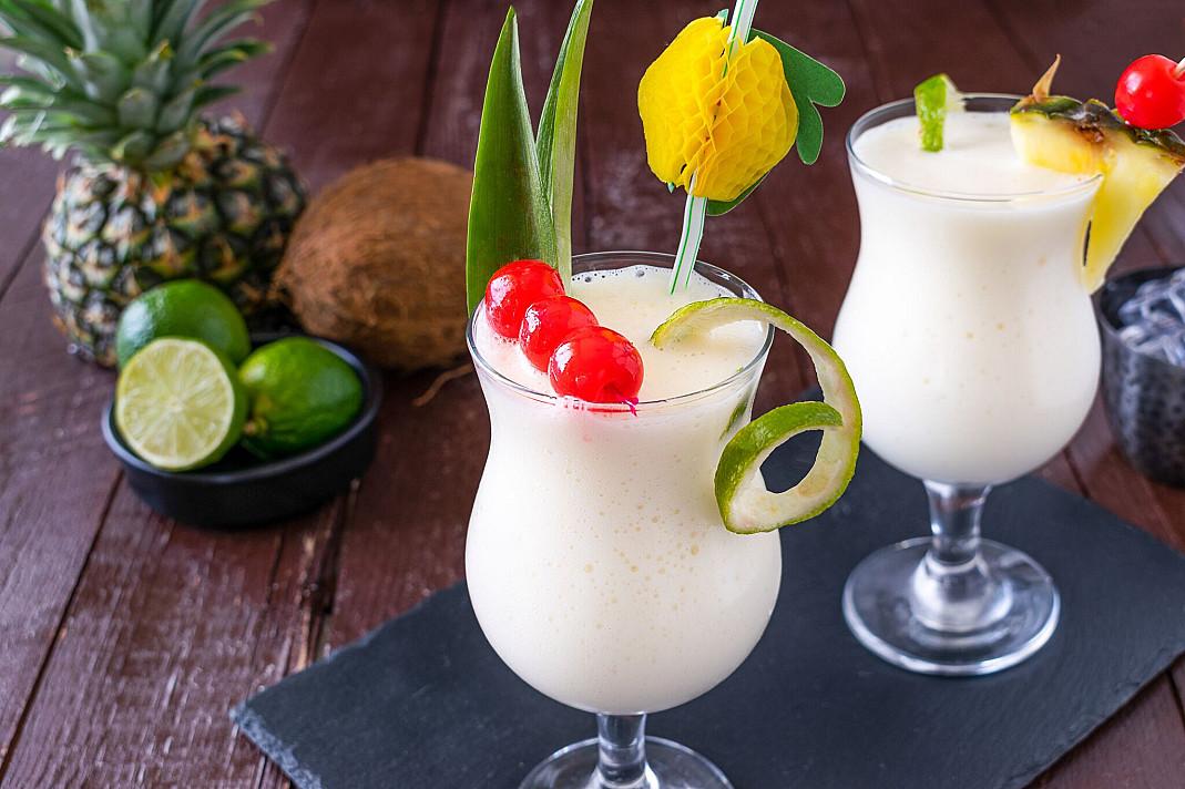Piña colada (Pinakolada) - romo ir ananasų sulčių kokteilis