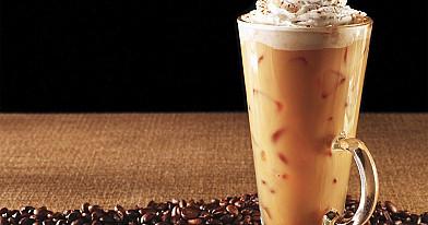 Šalta kava su šokoladu ir grietinėle | Receptas