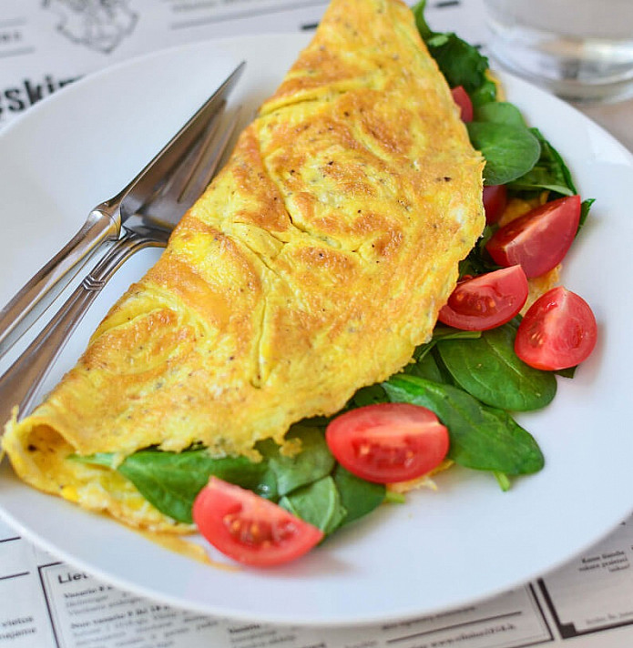 Kiaušinienė - Omletas su špinatais ir daržovėmis