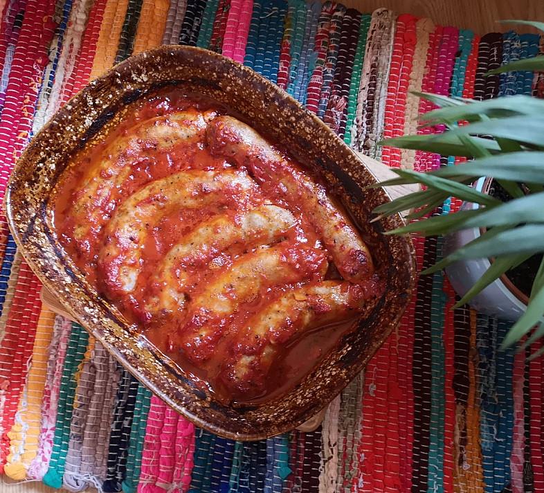Kiaulienos dešrelės orkaitėje su pomidorų padažu