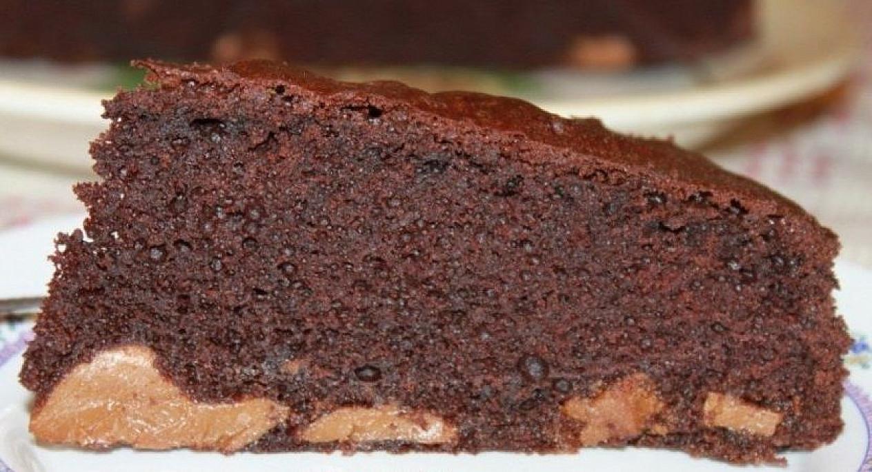 Drėgnas šokoladinis pyragas su Rududu