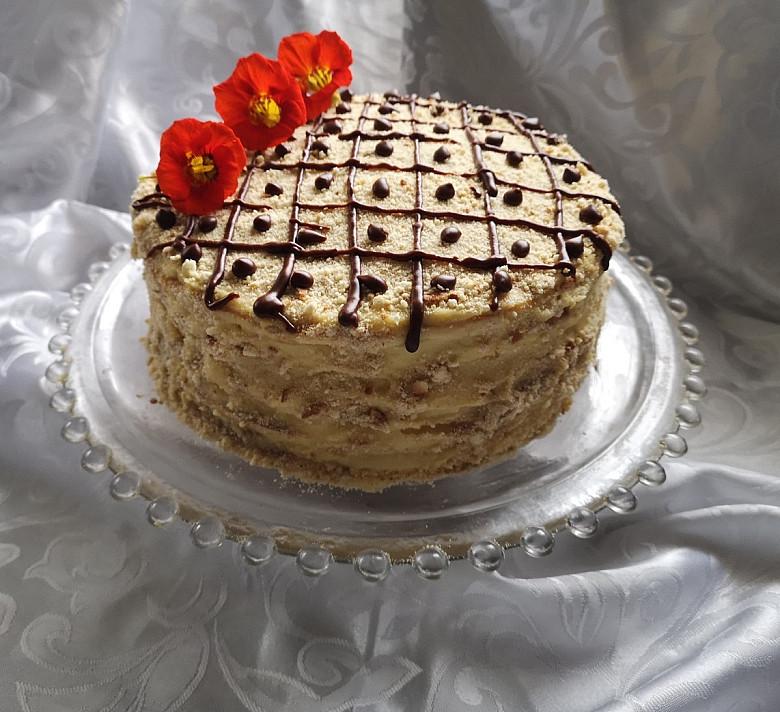 Tortas keptas keptuvėje (be orkaitės) su kondensuotu pienu ir kremu