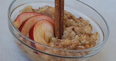 7 grūdų dribsnių košė su obuoliais
