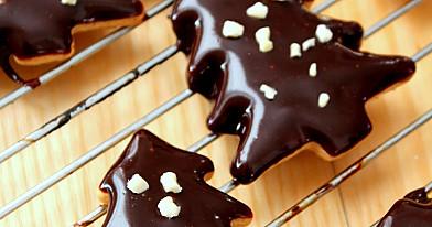 Kalėdiniai sausainiai su čili pipirais ir šokoladiniu glajumi