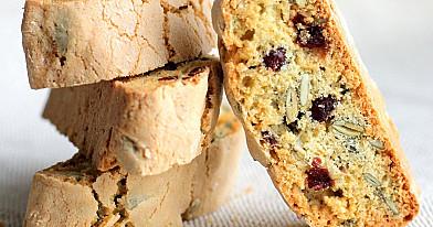 Moliūgų sėklų ir džiovintų spanguolių biscotti sausainiai