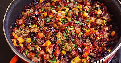 Daržovių troškinys su antienos arba vištienos mėsos gabalėliais