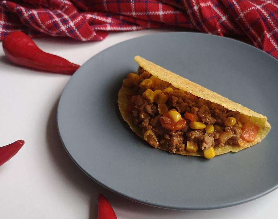 Takai su faršu-malta mėsa (jautiena) ir konservuotais kukurūzais