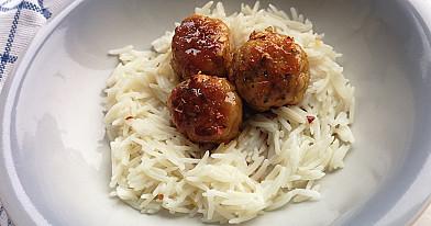 Azijietiški mėsos kukuliai iš vištienos su kokosiniais ryžiais
