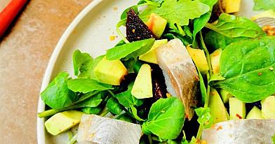Šiltos burokėlių ir silkės salotos (be majonezo)