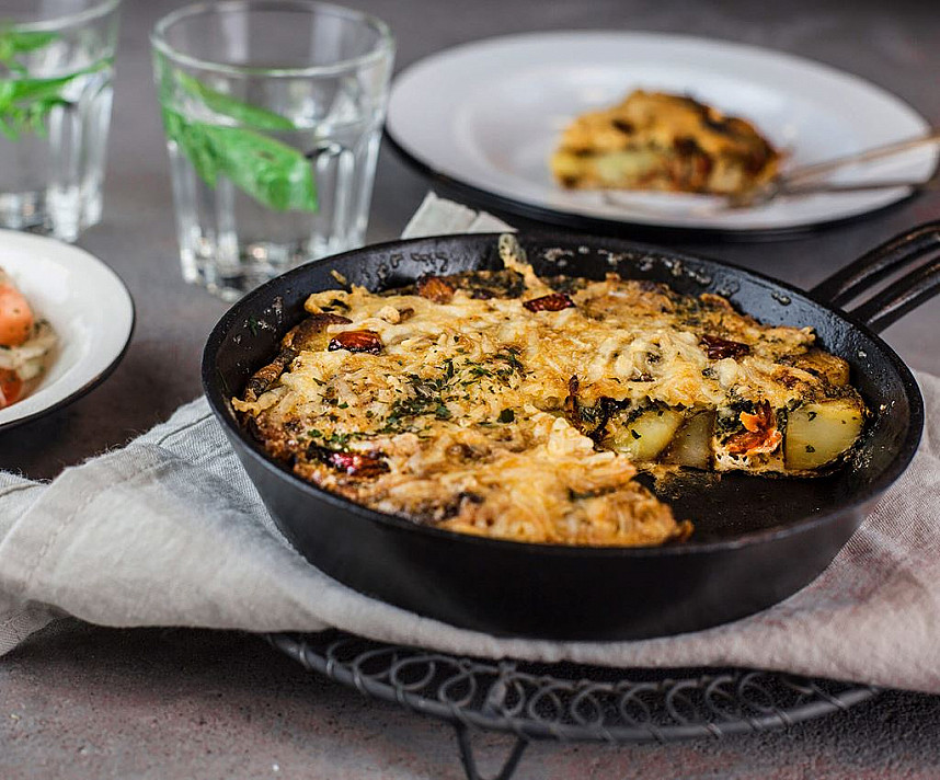 Ispaniškas bulvių omletas su čoriso dešra ir kiaušiniais