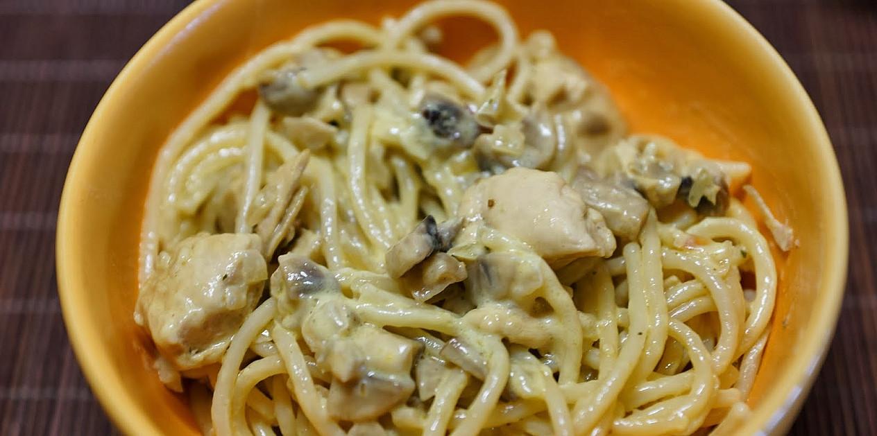 Makaronai: Spageti su vištiena grietinėlėje