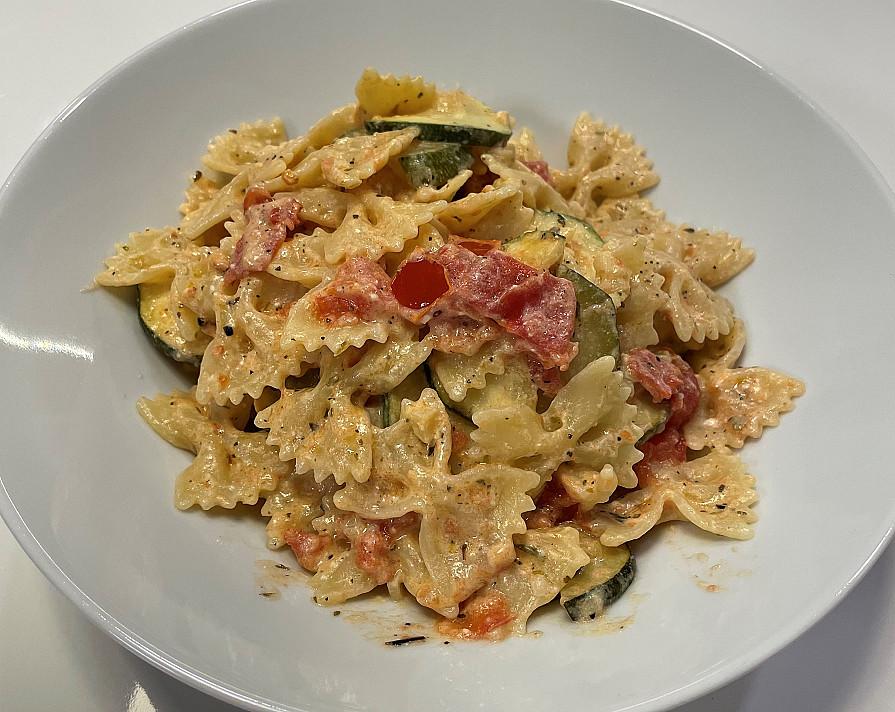 Вкусное паста-макароны с фетой и цукини