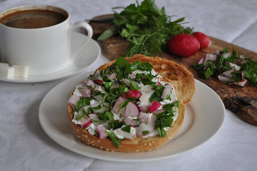 Гренки-тост с овощами готовится очень легко и быстро